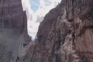 Descente terrifiante en mountain bike