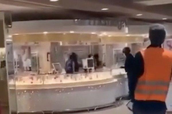 Braquage d'une bijouterie dans un centre commercial (Rueil-Malmaison)