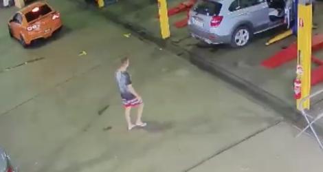 Dans un garage il vole une voiture sous les yeux des employ s for Voiture dans un garage
