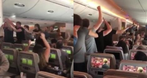 Des passagers français font la fête dans un avion
