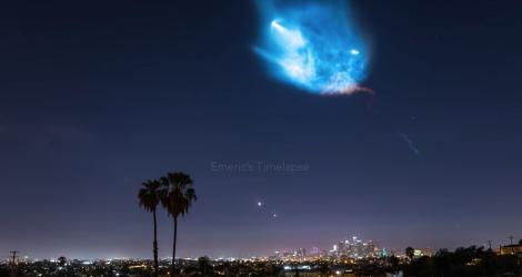 La fusée Falcon 9 traverse le ciel de Los Angeles (Timelapse)