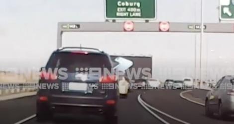 Une automobiliste a une très mauvaise surprise sur l'autoroute (Australie)