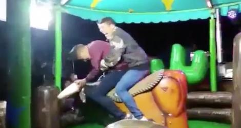 Faire du taureau mécanique entre potes