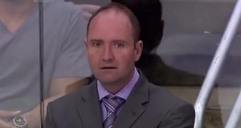 Un coach trolle un caméraman