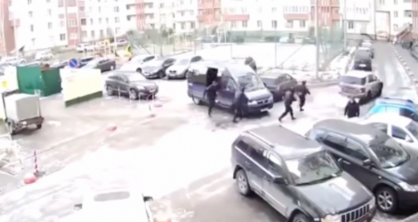 Police russe contre Voiture en fuite