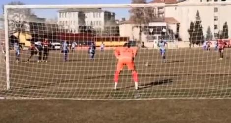 Deux gardiens stoppent trois penalty (Turquie)