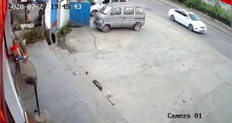 Un pont s'effondre avec des piétons dessus (Chine)