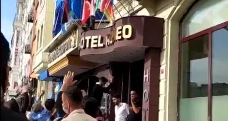 Turquie : des manifestants confondent le drapeau russe avec le drapeau français