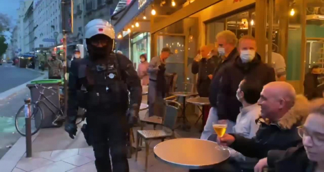 Paris : des policiers évacuent les clients d'une terrasse car ils ne respectent pas assez la distanciation sociale